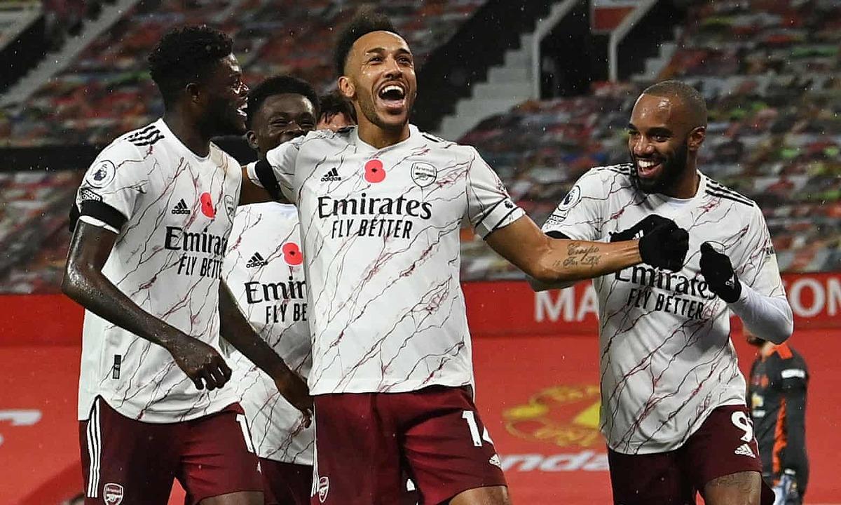 Aubameyang (giữa) có bàn đầu tiên cho Arsenal tại Ngoại hạng Anh, kể từ khi ký hợp đồng mới hồi giữa tháng 9/2020. Ảnh: Reuters.