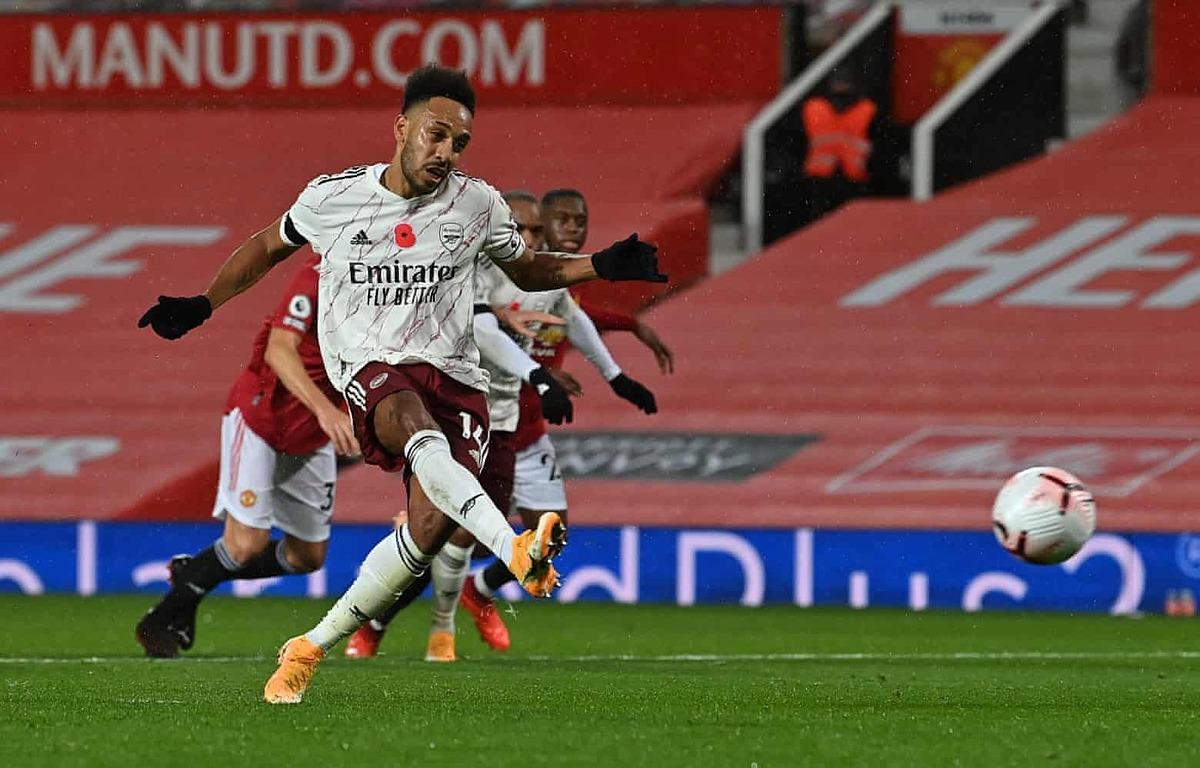 Aubameyang ghi bàn duy nhất trên chấm 11m giúp Arsenal thắng trên sân Man Utd sau 14 năm. Ảnh: Reuters.