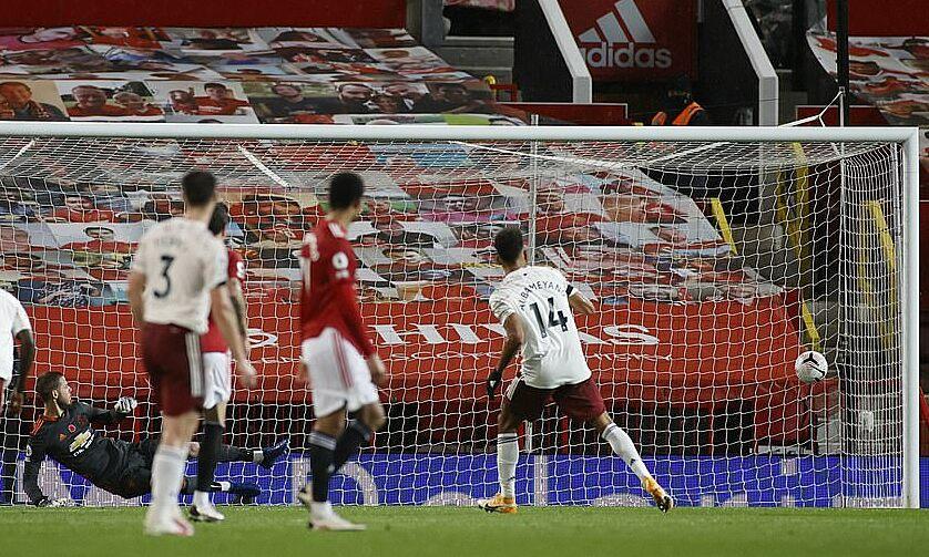Quả phạt đền thành công của Aubameyang giúp Arsenal có trọn vẹn 3 điểm. Ảnh: Reuters.