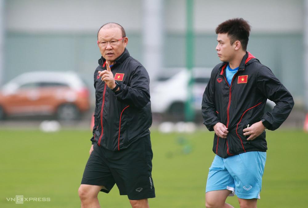 HLV Park Hang-seo tranh thủ quãng nghỉ của giải quốc nội để tập trung đội U22 Việt Nam, rèn quân chuẩn bị cho vòng loại U23 châu Á và SEA Games năm 2021. Ảnh: Lâm Thoả