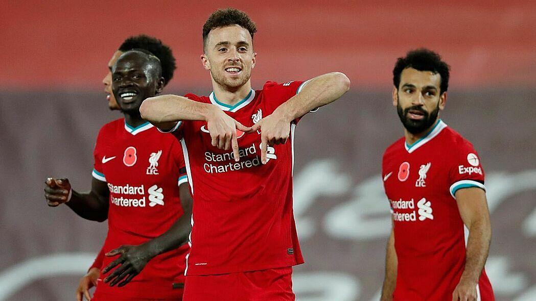 Diogo Jota (giữa) ghi bàn quyết định giúp Liverpool thắng West Ham cuối tuần qua. Ảnh: AP.