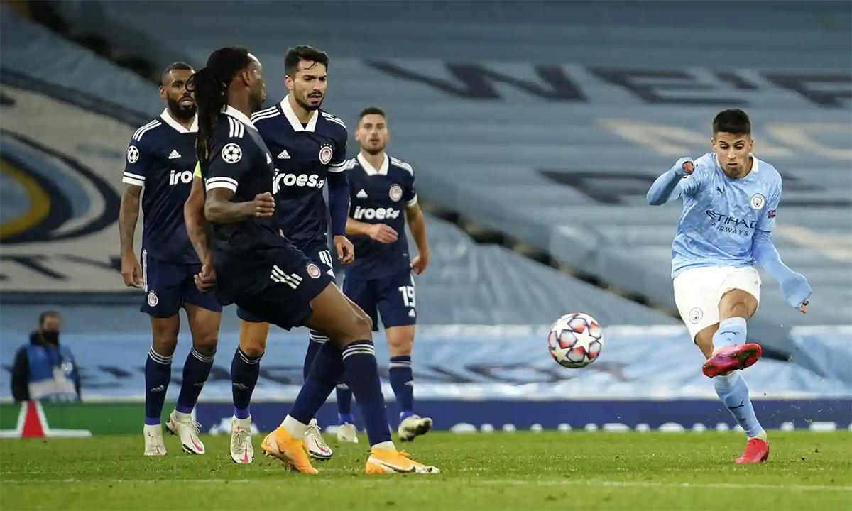 Cancelo cứa lòng, ấn định thắng lợi 3-0 cho Man City trên sân Etihad hôm 3/11. Ảnh: AP