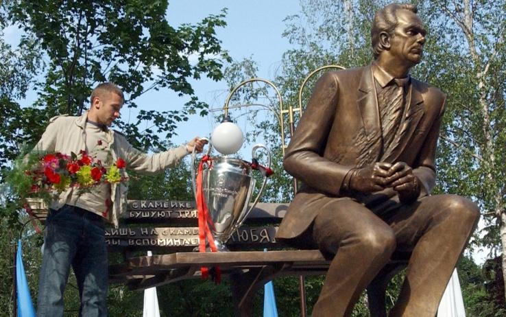 Shevchenko นำถ้วยแชมเปี้ยนส์ลีกปี 2003 กลับคืนมาให้กับกูรู Lobanovskyi