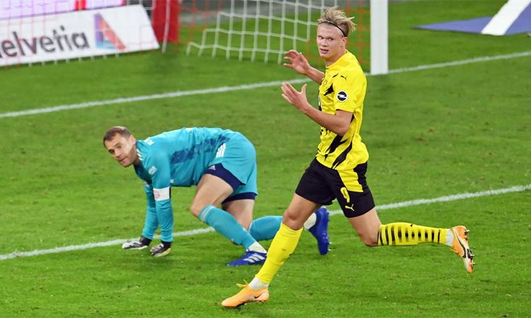Neuer cho rằng Haaland sẽ khiến anh vất vả nếu cải thiện khả năng dứt điểm bằng chân phải. Ảnh: Bundesliga.