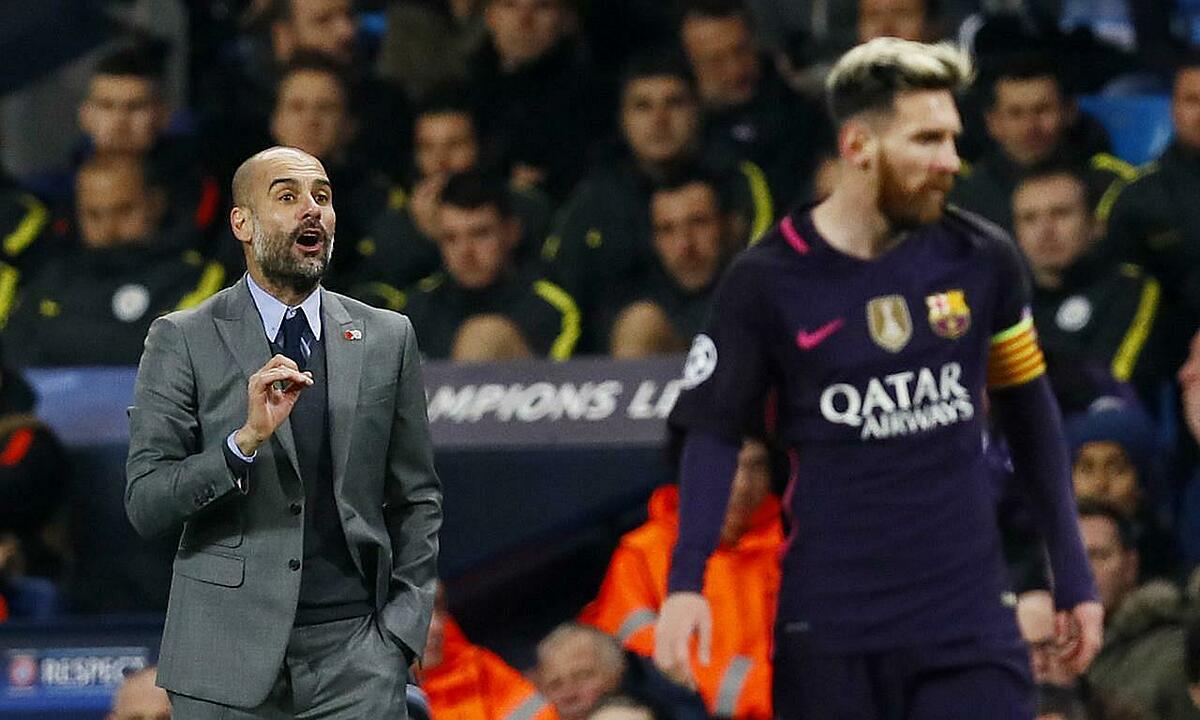 Guardiola (trái) trong trận đấu giữa Man City và Barca ngày 1/11/2016 ở vòng bảng Champions League. Ảnh: Reuters