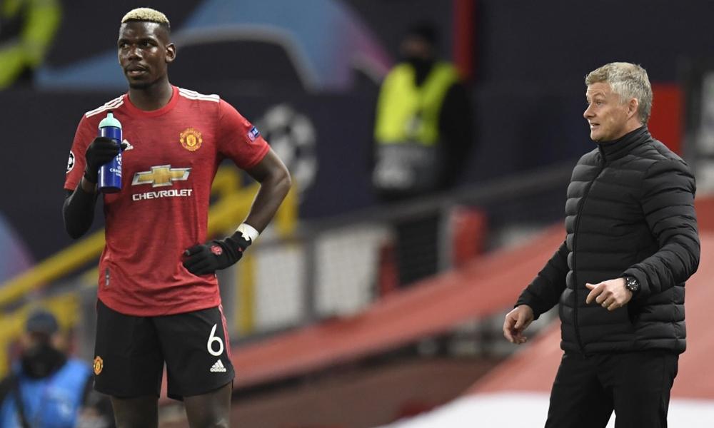 HLV Solskjaer nhắc nhở Pogba trong trận thắng RB Leizig ở lượt trận thứ hai vòng bảng Champions League hôm 28/10. Ảnh: EPA