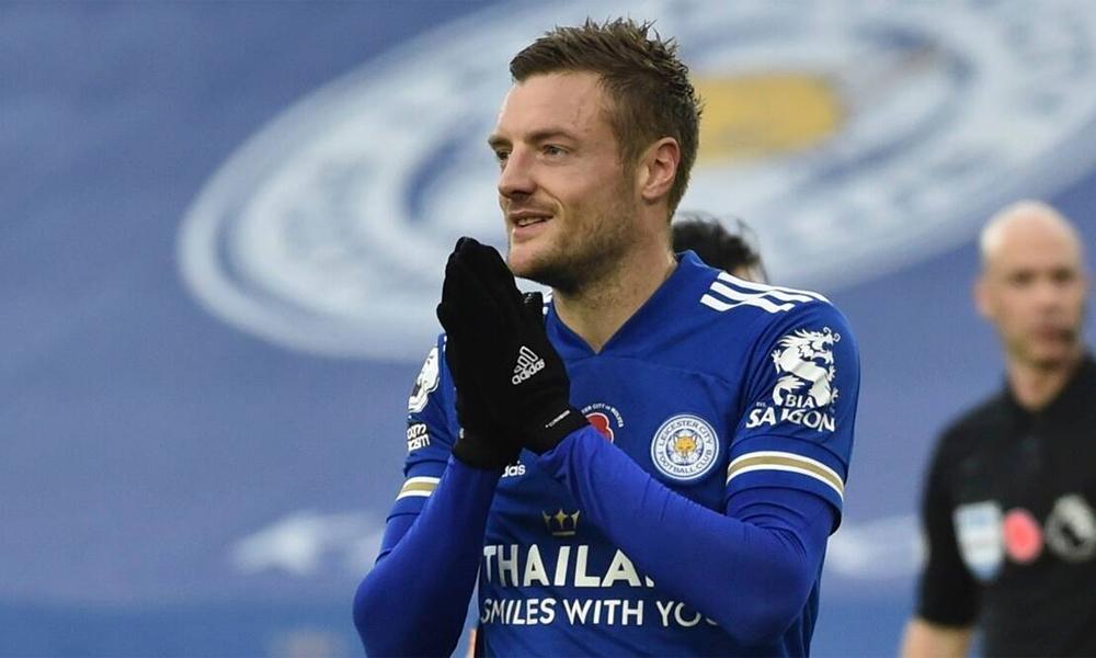 Leicester của Vardy là đội thứ ba dẫn đầu bảng Ngoại hạng Anh ở vòng tám. Ảnh: Reuters