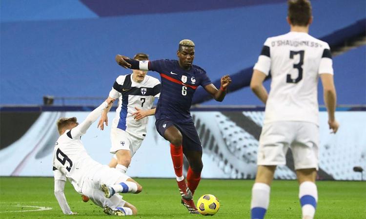 Pogba chơi không hiệu quả và phải rời sân nhường chỗ cho Kante từ phút 57. Ảnh: Le Parisien