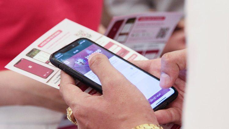 Mọi người cũng có thể mua các sản phẩm bảo hiểm trên ví điện tử Momo, hiện có 20 triệu người dùng tại Việt Nam. / Nguồn ảnh: Momo Vietnam