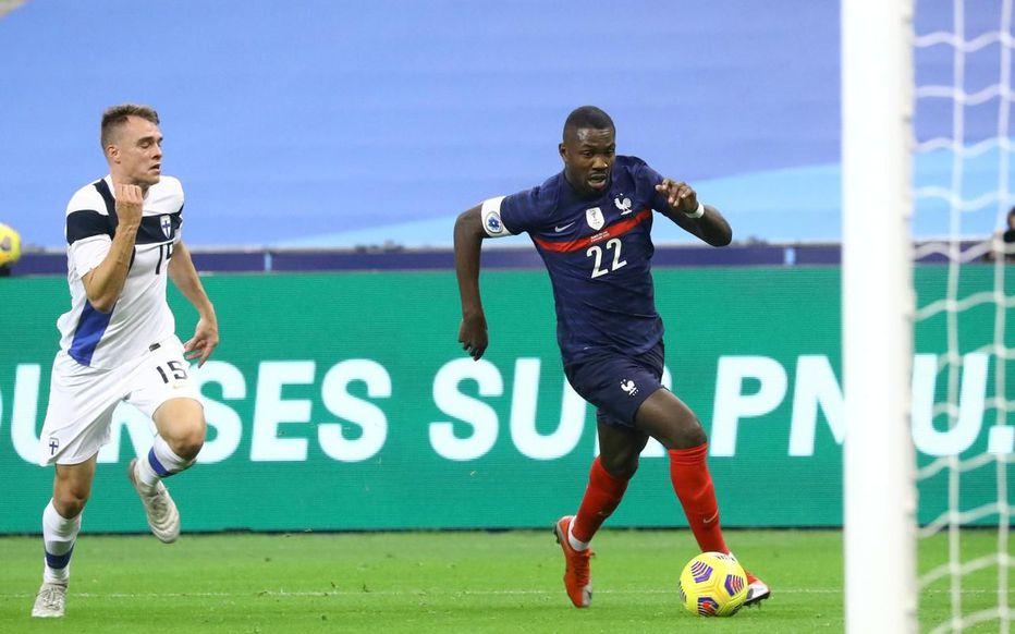 Thuram (số 22) là một điểm sáng trong số cầu thủ Pháp xung trận hôm qua, nhưng anh vẫn chưa đủ sắc sảo để ghi bàn. Ảnh: Le Parisien