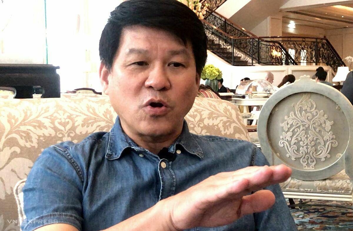 Coach Vu Tien Thanh ตอบสนองต่อสื่อมวลชนในบ่ายวันที่ 13 พฤศจิกายนที่เมืองโฮจิมินห์  ภาพ: Duc Dong