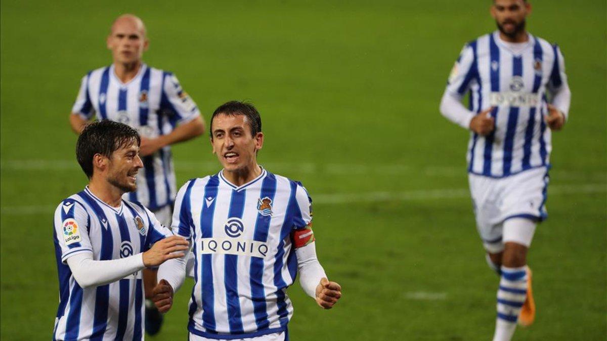 Sự hỗ trợ của ngôi sao kỳ cựu David Silva giúp Oyarzabal và Sociedad có nhiều bàn thắng mùa này. Ảnh: Estaticos Sport.