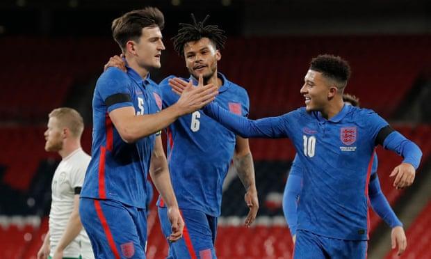 Maguire (trái) mở tỷ số cho tuyển Anh bằng pha đánh đầu sở trường. Ảnh: NMC Pool.