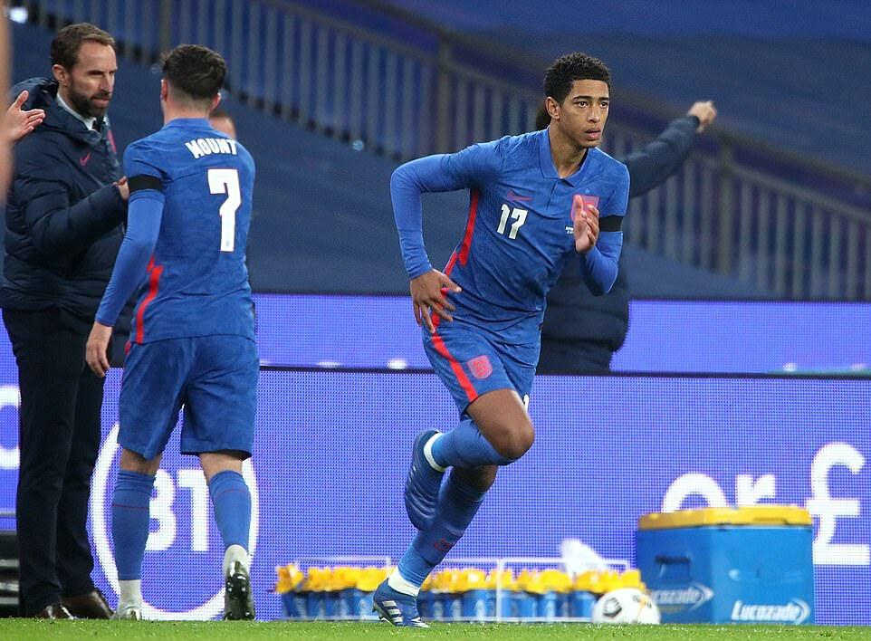 Jude Bellingham, 17 tuổi, đang chơi cho Dortmund, có trận ra mắt tuyển Anh tối 12/11. Ảnh: PA.