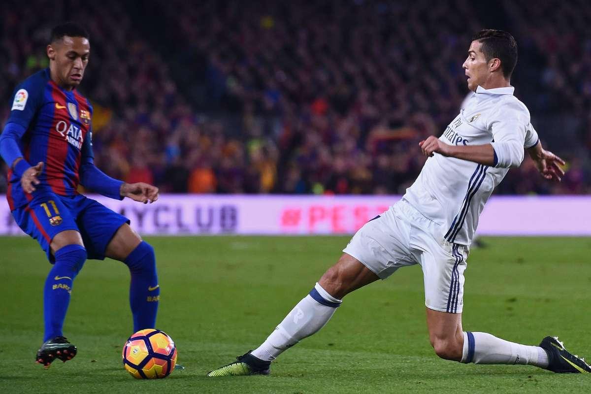 Neymar (trái) và Ronaldo rời đi khiến số lượng bàn thắng ở La Liga thâm hụt đáng kể. Ảnh: Goal.