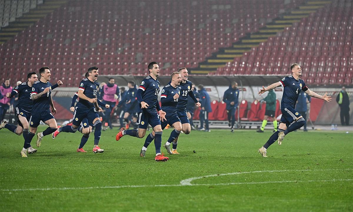 ผู้เล่นชาวสก็อตรู้สึกตื่นเต้นหลังจากเอาชนะเซอร์เบียในการดวลจุดโทษที่ Red Star Stadium, Belgrade เมื่อวันที่ 12 พฤศจิกายน  ภาพ: ยูฟ่า