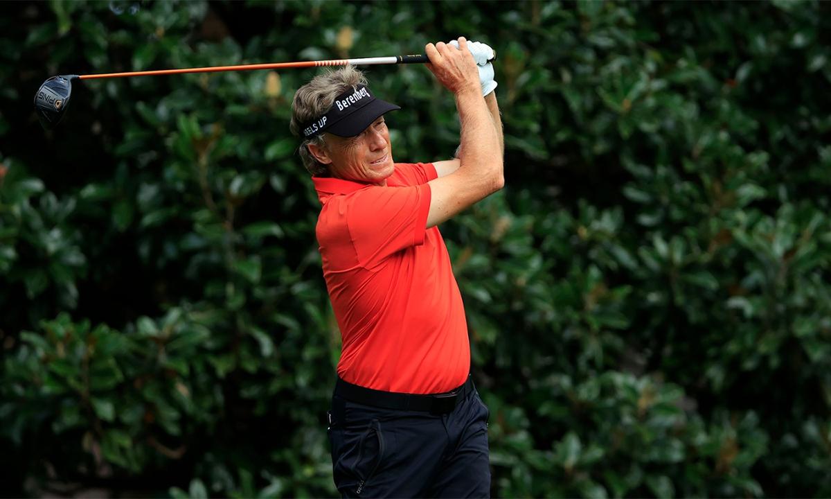 Langer phát bóng trên hố 9 vòng một Masters 2020 sáng 13/11, giờ Georgia, Mỹ. Ảnh: Augusta National