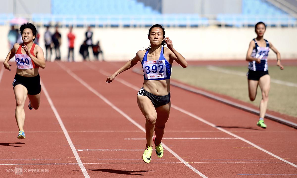 Tú Chinh thắng dễ chung kết 200m nữ sáng 14/11. Ảnh: Kim Hoà