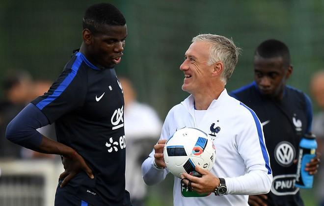 จากการเป็นแกนนำของเส้นทางการแข่งขันชิงแชมป์ฟุตบอลโลก 2018 ตอนนี้ป็อกบา (ซ้าย) ต้องคุ้นเคยกับม้านั่งในทีมฝรั่งเศส  ภาพ: AFP.