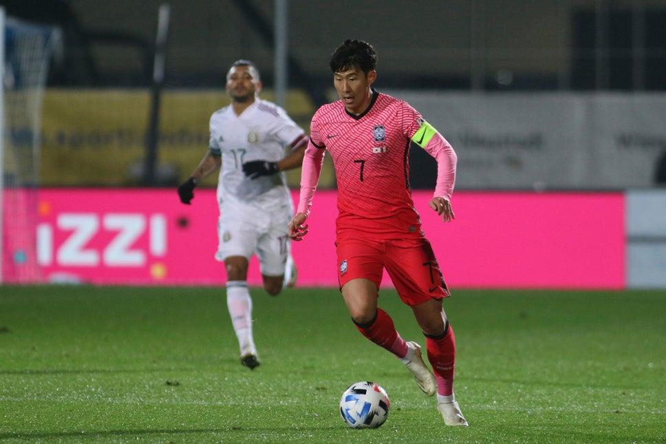 Son Heung-min trong trận Hàn Quốc – Mexico hôm 14/11. Ảnh: Evening Standrad.