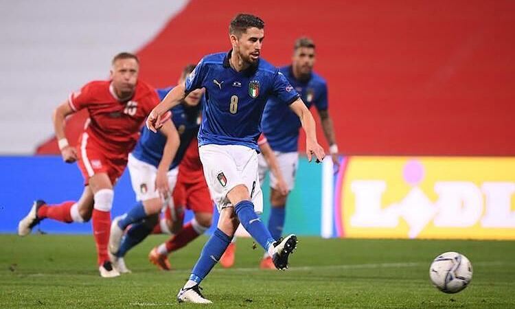 Italy tiến gần bán kết Nations League