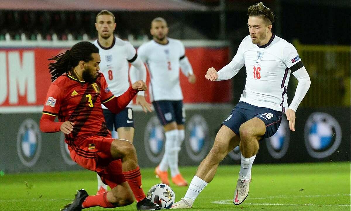 Grealish (phải) chơi trọn 90 phút và dần trở thành chỗ dựa của Tam Sư. Ảnh: Reuters