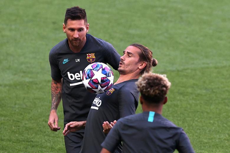 Griezmann (กลาง) ทำได้เพียงสองประตูจากเก้าเกมให้กับ Barca ในฤดูกาลนี้  ภาพ: Reuters
