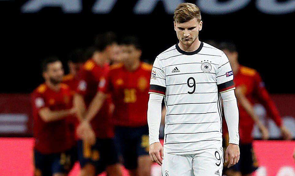 Timo Werner (số 9) và đồng đội không dứt điểm trúng đích lần nào trước Tây Ban Nha. Ảnh: EPA