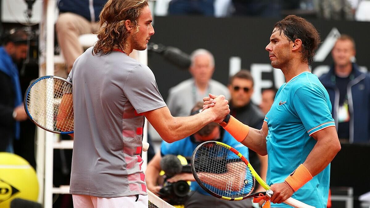 Lần duy nhất Tsitsipas vượt qua Nadal là ở mặt sân đất nện tại Madrid Masters 2019. Ảnh: Tennis.com.