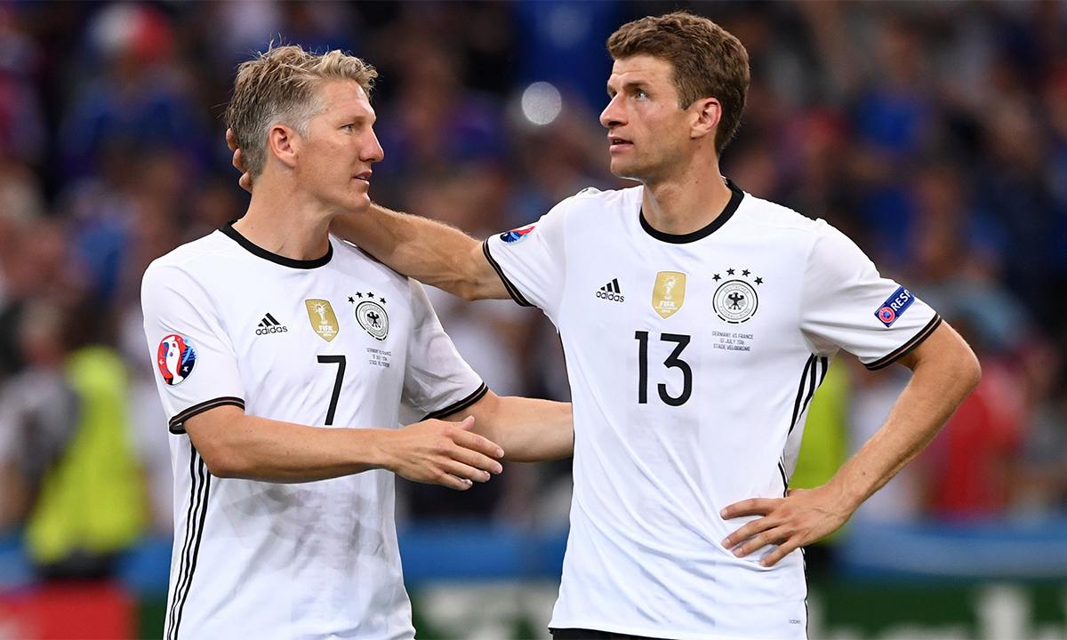 Schweisteiger (ซ้าย) เล่นกับ Muller ในเยอรมนีสำหรับฟุตบอลโลก 2010, 2014, Euro 2012 และ 2016 ภาพ: DPA