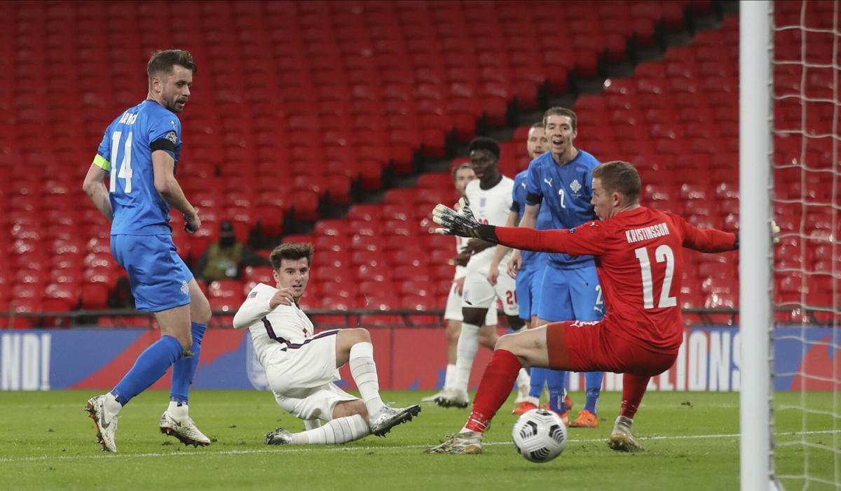 ในไม่ช้าไอซ์แลนด์ก็พังเกมเพราะสองประตูแรกของอังกฤษ  ภาพ: Reuters