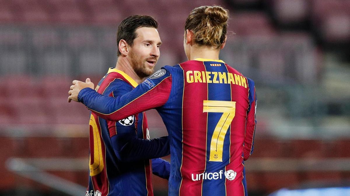 Messi dọn cỗ cho Griezmann ghi bàn trong trận gần nhất của Barca: thắng Betis 5-2. Ảnh: Reuters.