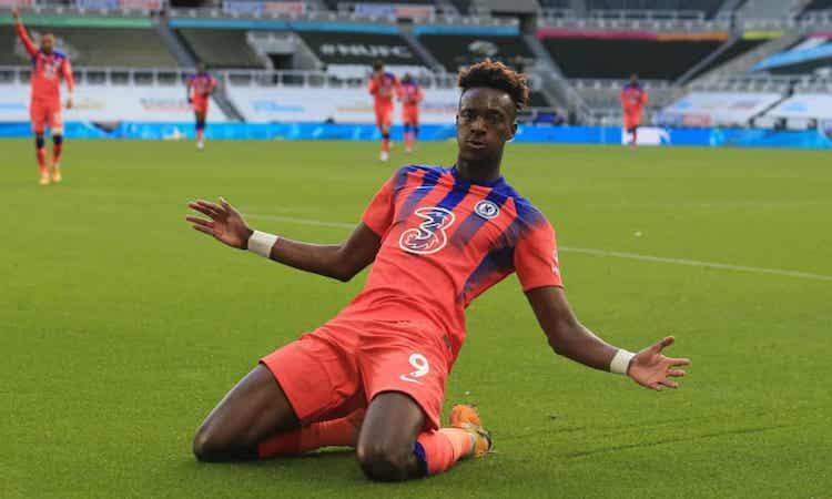 Abraham ghi bàn thứ hai cho Chelsea tại Ngoại hạng Anh mùa này. Ảnh: Reuters.