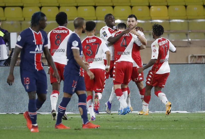 Monaco ghi liền ba bàn trong hiệp hai.