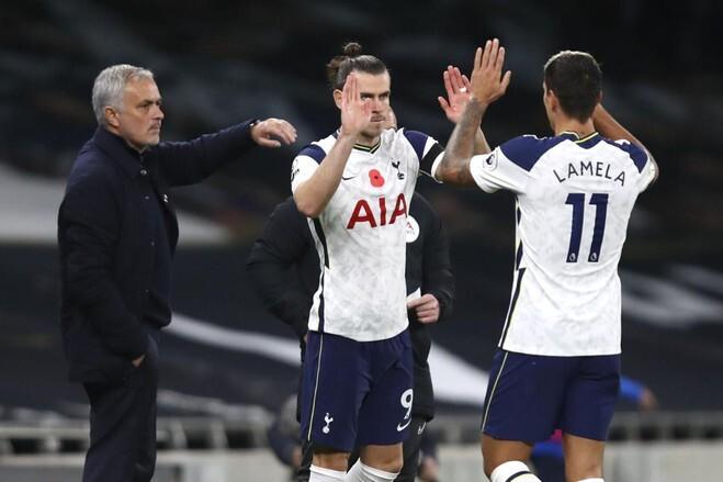 Mourinho đưa Bale (giữa) vào thay Lamela, và tiền đạo người Xứ Wales sau đó ghi bàn quyết định giúp Tottenham thắng Brighton 2-1 hôm 1/11. Ảnh: AP