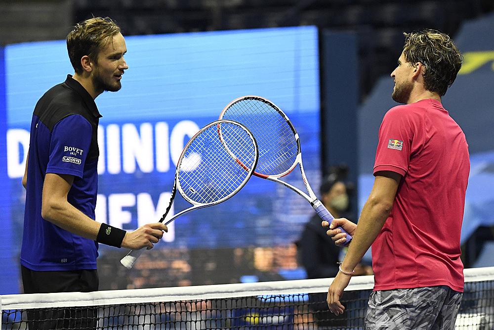 Thiem (phải) giàu kinh nghiệm hơn nhưng Medvedev đang đạt điểm rơi phong độ ở mùa sân cứng trong nhà năm nay. Ảnh: ATP.