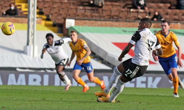 Cavaleiro sút hỏng phạt đền giữa hiệp hai, khiến Fulham thua chung cuộc. Ảnh: NMP Pool.