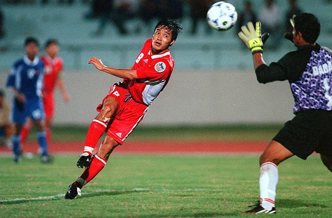 Nguyễn Hồng Sơn từng được Liên đoàn bóng đá Đông Nam Á bình chọn là một trong sáu tiền vệ hay nhất lịch sử AFF Cup. Ảnh: AFF.