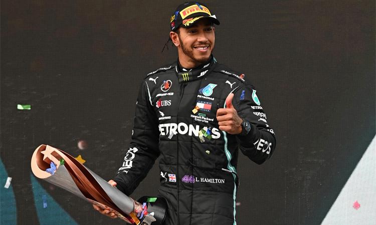 Lewis Hamilton sẽ được phong tước Hiệp sĩ vào đầu năm 2021. Ảnh: Reuters.