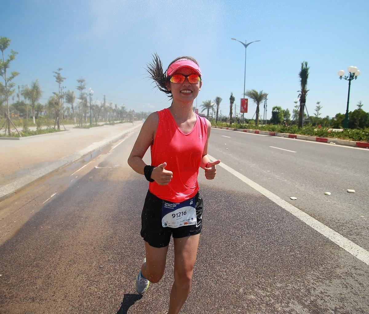 Một runner tham gia giải chạy VM Quy Nhơn 2020.