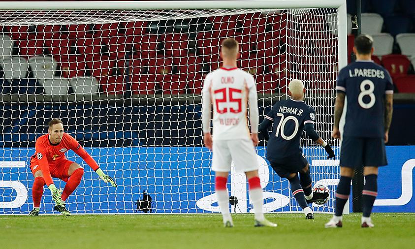 เนย์มาร์ยิงจุดโทษนำชัยชนะครั้งสำคัญให้เปแอสเช  ภาพ: Reuters