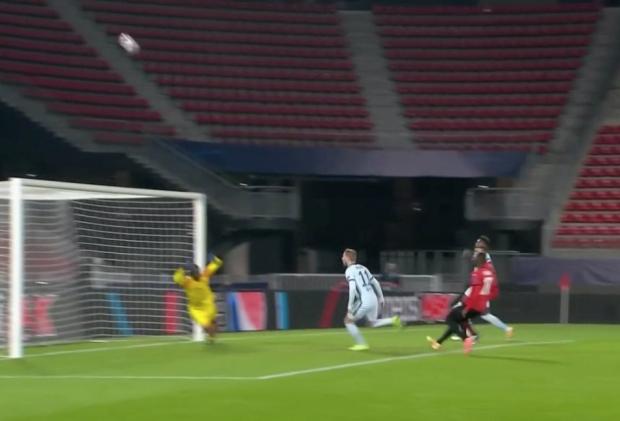 Werner lỡ bàn thắng trước khung thành rộng mở của Rennes.