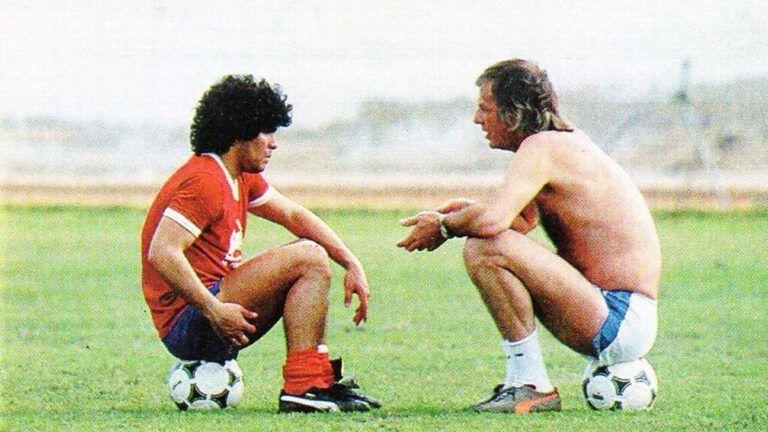 Menotti (ขวา) และ Maradona มีความสัมพันธ์ที่ใกล้ชิดระหว่างครูกับนักเรียนเป็นเวลาหลายปี  ภาพ: Lapelo