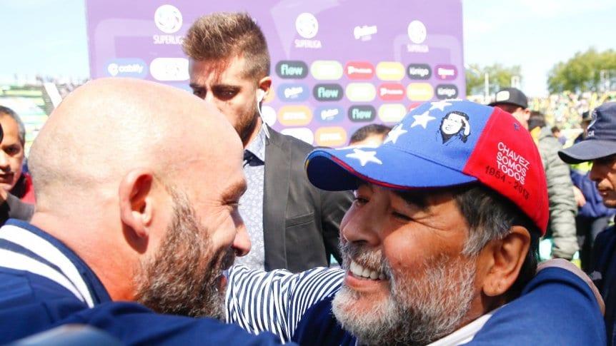 Mendez (trái) là một cựu tuyển thủ Argentina, từng chơi nhiều năm cho Velez Sarsfield và Celta Vigo. Ảnh: TycSports.