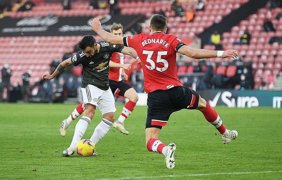 Bruno Fernandes có bàn thứ 7 tại Ngoại hạng Anh mùa này, chỉ kém thành tích của 4 người là Calvert-Lewin, Son, Vardy và Salah. Ảnh: Reuters.