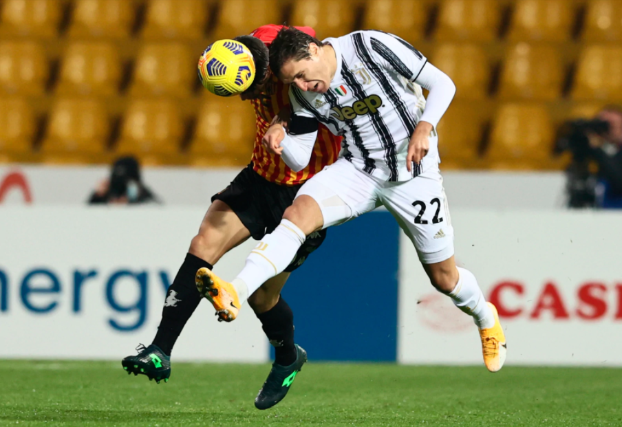 Juventus (phải) hòa trận thứ năm ở Serie A mùa này. Ảnh: Lapresse