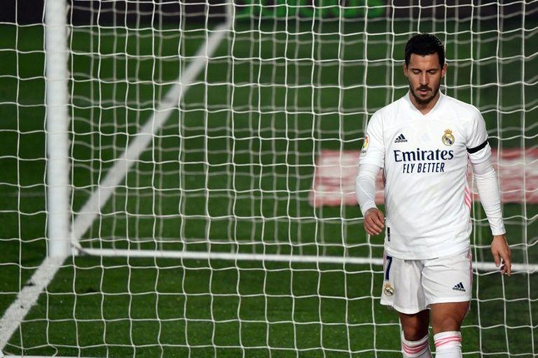 Hazard ngồi ngoài nhiều hơn thi đấu trong hơn một năm khoác áo Real. Ảnh: AS.