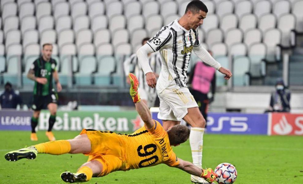 Ronaldo vẫn có ảnh hưởng lớn nhất đến lối chơi của Juventus, dù đã ở bên kia sườn dốc sự nghiệp. Ảnh: AFP.