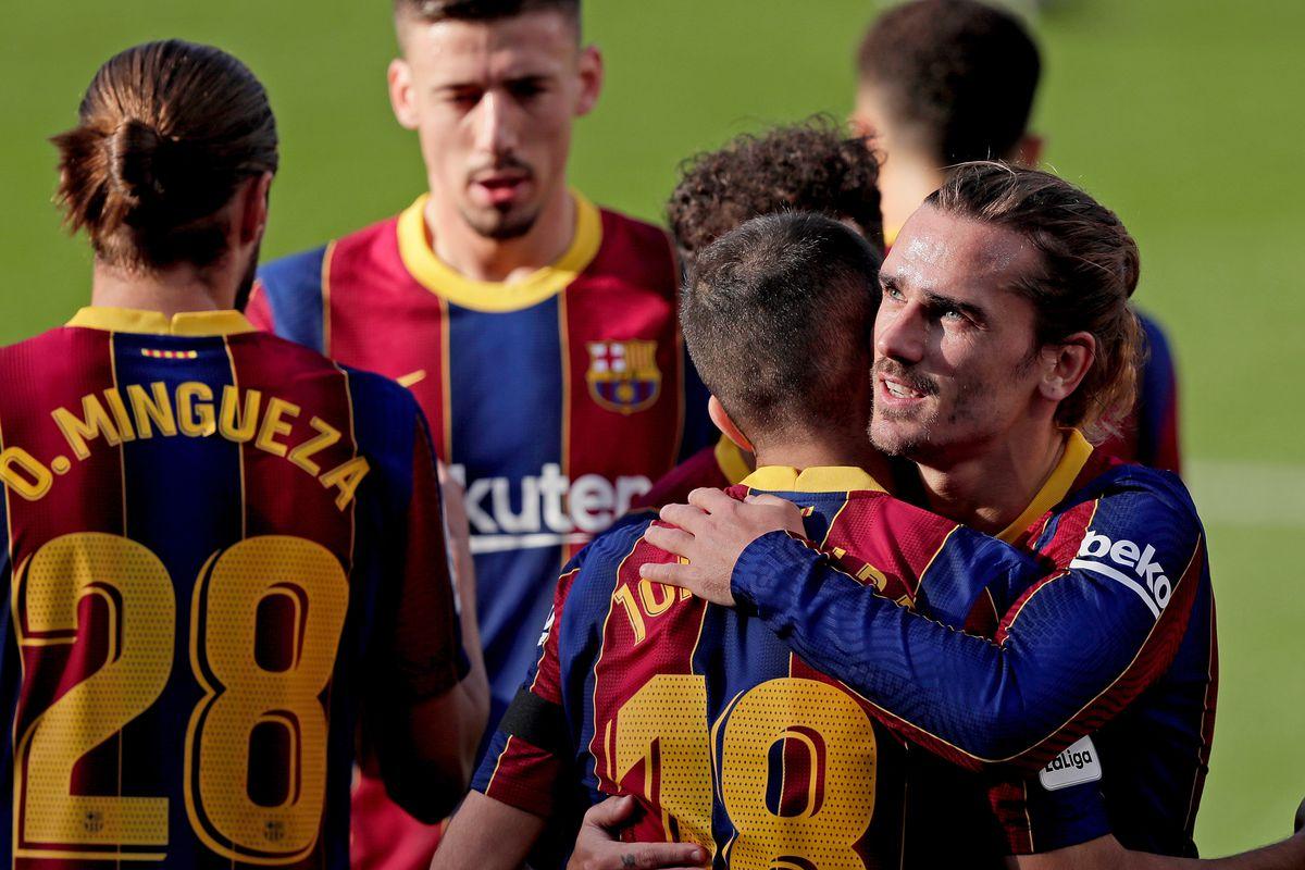 Thành viên Barca đồng loạt giảm lương hỗ trợ đội bóng vượt khó. Ảnh: Reuters.