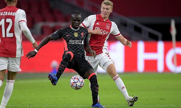 Liverpool buộc phải lấy công bù thủ nếu không muốn bị Ajax khai thác điểm yếu ở hàng phòng ngự. Ảnh: PA.